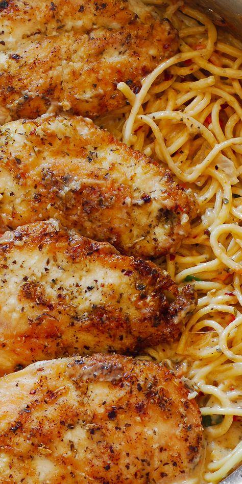 Italian Chicken Pasta, Creamy Chicken Pasta, Pasta Dishes With Chicken, Grilled Chicken Pasta, Sauce Crémeuse, Cheese Sauce, Wine Sauce, Italian Dishes, Italian Recipes