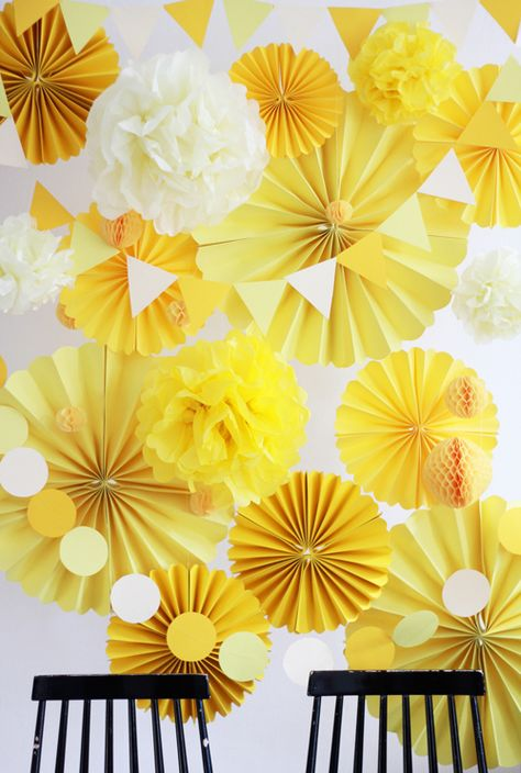DIY Photo Booth background made of paper by welovehandmade.at