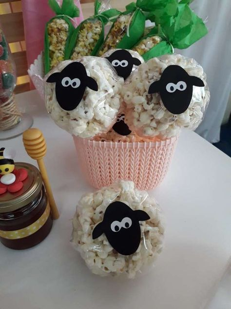 The sheep popcorn at this farm themed birthday party are so cool! See more party. The sheep popcorn at this farm themed birthday party are so cool! See more party ideas and share yo Farm Animal Party, Farm Animal Birthday, Barnyard Party, Party Animals, Toy Story Birthday, Animal Party Food, Farm Party Favors, Farm Party Decorations, Animal Themed Birthday Party