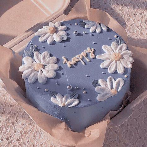 Pretty Birthday Cakes, Pretty Cakes, Beautiful Cakes, Amazing Cakes, 18th Birthday Party, Cake Birthday, Mini Cakes, Cupcake Cakes, Simple Cake Designs