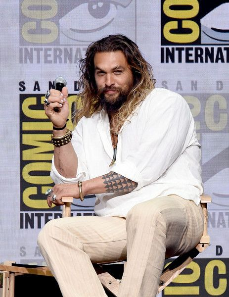 "Jason Momoa Photos Photos - Actor Jason Momoa attends the Warner Bros. Pictures ""Justice League"" Presentation during Comic-Con International 2017 at San Diego Convention Center on July 22, 2017 in San Diego, California. - Comic-Con International 2017 - Warner Bros. Pictures Presentation"