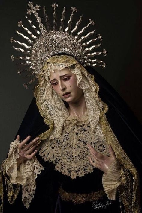 Headdress inspiration x Our Lady Of Sorrows, Religion, Blessed Mother, Mother Mary, Religious Art, Religious Paintings, Dark Art, Art Inspo, Madonna