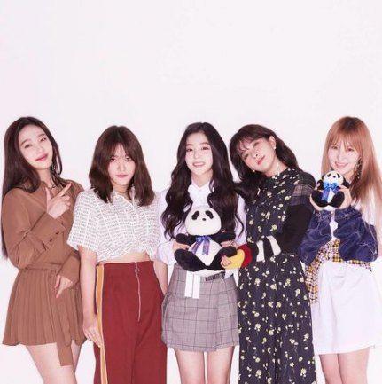 28 Ideas For Wall Paper Red Velvet Kpop Ice Cream Cakes In 2020 Red Velvet Photoshoot Red Velvet Velvet