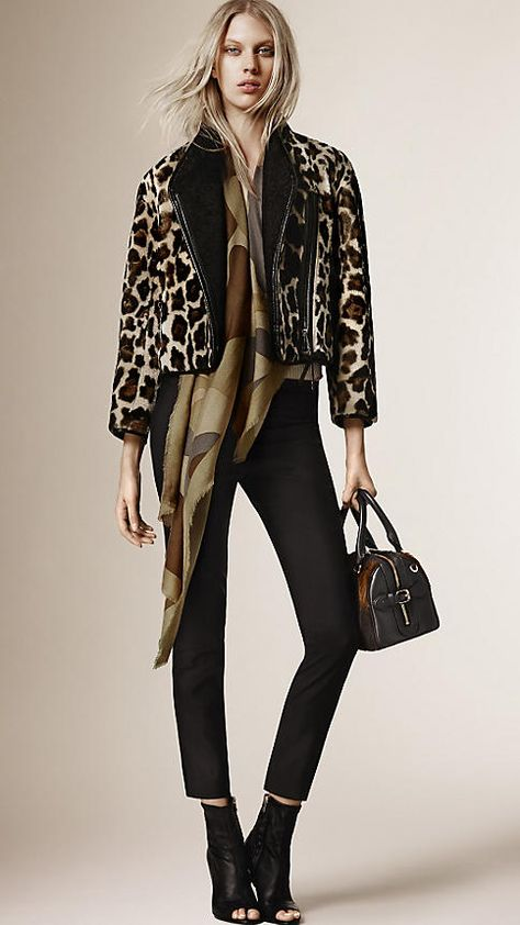 Burberry Prorsum Pre-Fall 2015 – Vogue CHEETAH coats are a thing. Burberry if you could just give my ex a call. that'd be greeeat.