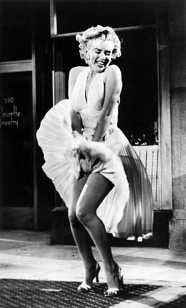 The Seven Year Itch Dazzledent Scene Marilyn Monroe Makeup Marilyn Monroe Photos Marilyn
