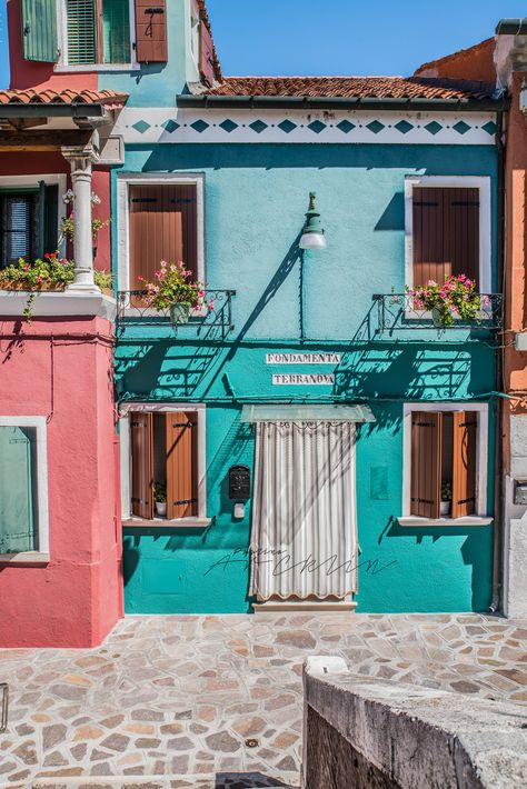 I did a day trip this Tuesday to Burano, which is one of the islands in Venice lagoon. Burano is located about boat trip fro. Verona Italy, Puglia Italy, Sardinia Italy, Venice Italy, Gondola Venice, Carnival Venice, Venice Canals, Venice Florida, Venice California