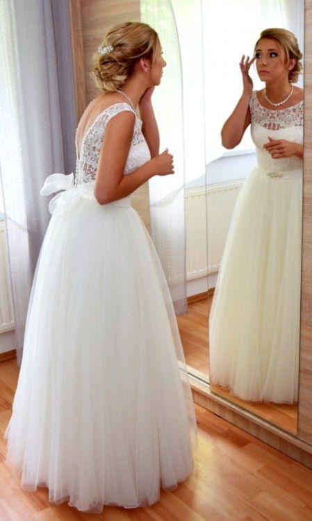 Suknia Slubna Afrodyta Davos Broszka Do Wlosow Gratis Dresses Flower Girl Dresses Wedding Dresses