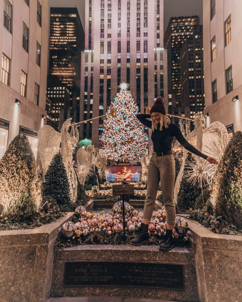 Going to Rockefeller Center definitely put me in the Christmas mood 🎄💫 differentholidays New York City Christmas, Christmas Mood, Xmas, Ny Life, New York Life, Rockefeller Center, New York Winter, Visit New York City, New York Pictures