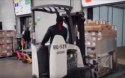 How Cross Docking Is Changing The Way We Do Warehousing Warehouse Jobs Looking For A Job Dock