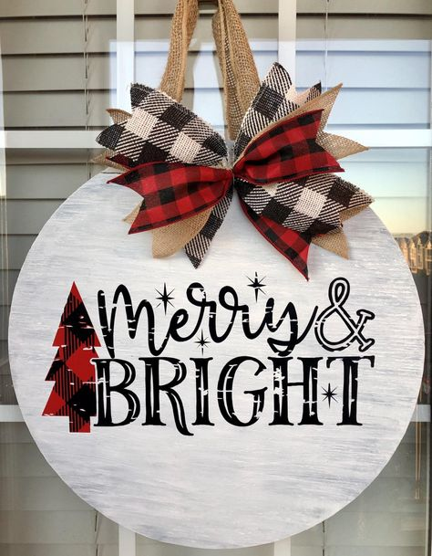 Christmas Projects, Holiday Crafts, Holiday Decor, Christmas Crafts To Make And Sell, Wooden Christmas Crafts, Diy Christmas Stuff, Merry Christmas Signs, Christmas Porch Ideas, Christmas Pallet Signs