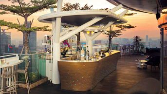 49 Stunning Rooftop Bars And Restaurants Rooftop Restaurant Rooftop Bar Best Rooftop Bars