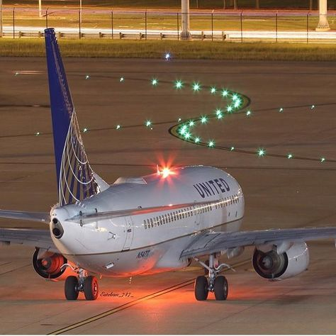 by airbusboeingaviation  MEGA SHOT   Airline: United Airlines Location: - Plane Typ: Boeing 737 Cr…