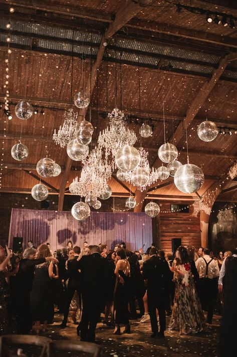 A Disco-Themed Camp Wedding at Cedar Lakes Estate Eine Disco-Themen-Camp-Hochzeit im Cedar Lakes Estate Camp Wedding, Wedding Weekend, Wedding Tips, Wedding Reception, Dream Wedding, Wedding Day, Cowgirl Wedding, Wedding Rustic, Party Wedding
