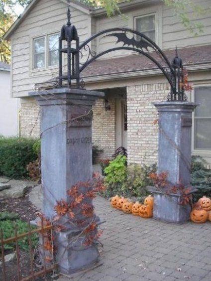 Creepy Columns Diy Gate Entry For Walk Up Or Front Yard Decorations By User Eerie Hallow In 2020 Halloween Grabsteine Halloween Dekoration Party Halloween Friedhof