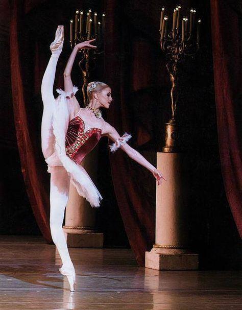 Alina Somova. ✯ Ballet beautie, sur les pointes