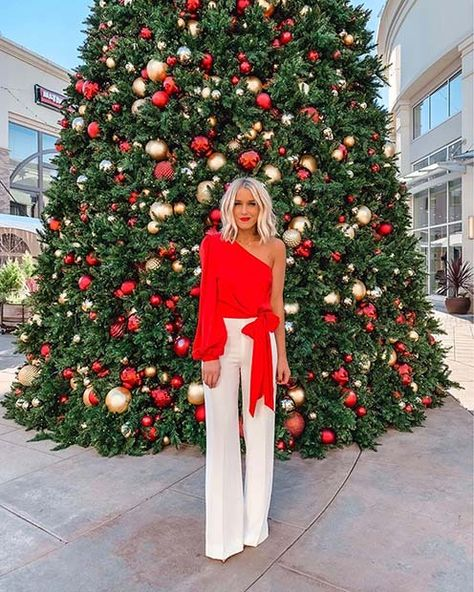 """Are you on the hunt for cute Christmas outfit ideas to ensure your Christmas-Day-Selfies are """"on fleek""""? White Christmas Outfit, Christmas Fashion Outfits, Christmas Dress Women, Cute Christmas Outfits, Holiday Fashion, Classy Christmas, Winter Christmas, Dress For Christmas Party, Christmas Ootd"""