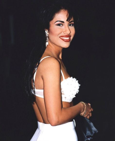 Selena Gomez who? The only queen is Selena Quintanilla Selena Quintanilla Perez, Corpus Christi, Pretty People, Beautiful People, Beautiful Smile, Simply Beautiful, Beautiful Women, Divas, Pin Up