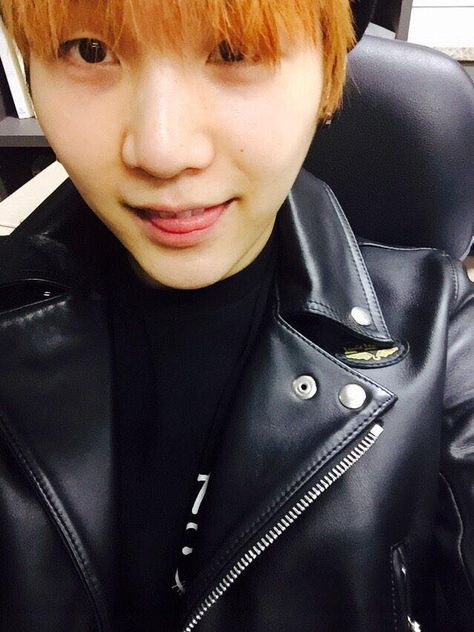 SUGA and his leather jacket :)
