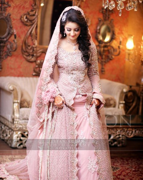 MizzNoor brings the best in all Indian, Pakistani Asian fashion and helps create a perfect outfit handcrafted for you. Latest Bridal and Party wear