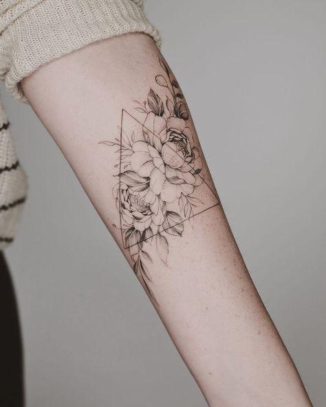 Bild könnte enthalten: eine Person oder mehr #tattoos #Tattoos #Ale - #Ale #Bild #eine #enthalten #könnte #mehr #oder #Person #Tattoos