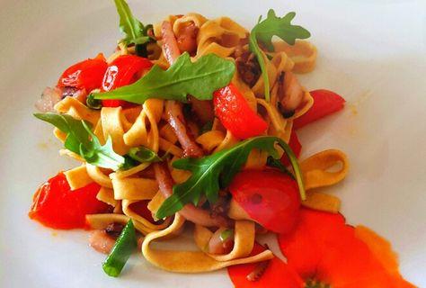 tagliolini al farro con pomodorini piccanti,piovra e fagiolini scottati
