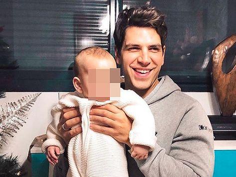 Diego Matamoros posa con el hijo de Laura Matamoros ahora que no está