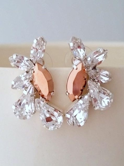 #weddings #jewelry #earrings #bridalearrings #chandelierearrings #crystalearrings #swarovskiearrings #statementearrings #crystaldaimond #bridesmiadsgift #weddingjewelry #largeearrings #clusterearrings #rosegoldearrings #rosegoldandsilver