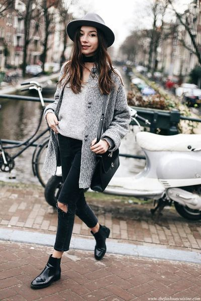 Take a look at the best what to wear with jeans and chelsea boots in the photos below and get ideas for your outfits! How To Wear Cropped Jeans with Chelsea Boots Image source