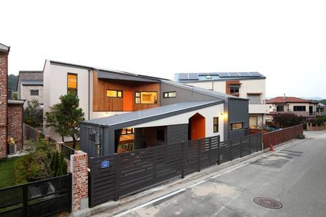 집 자체가 울타리가 되어주는 ㄷ자형 중정 주택 호미파이 Homify 집 집 스타일 건축 디자인