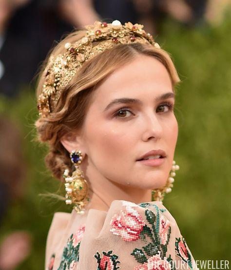 Zoey Deutch (daughter of actress Lea Thompson) wore amazing, elaborate jewels, including a jewel-studded headpiece. The look is by Dolce and Gabbana.