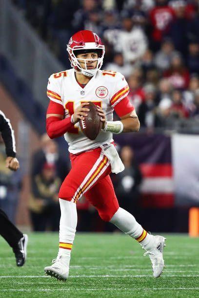 Patrick Mahomes Of The Kansas City Chiefs Looks To Throw The Football Americanfootballs In 2020 Kansas City Chiefs Football Kansas City Chiefs Kc Chiefs Football