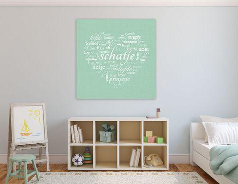 Deze lieve lichtgroene muurdecoratie fleurt de muur op in iedere babykamer of kinderkamer.