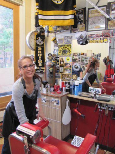 Women In Barber Shops Stories Bancada De Barbearia Ideias Para Barbearias Barbearia