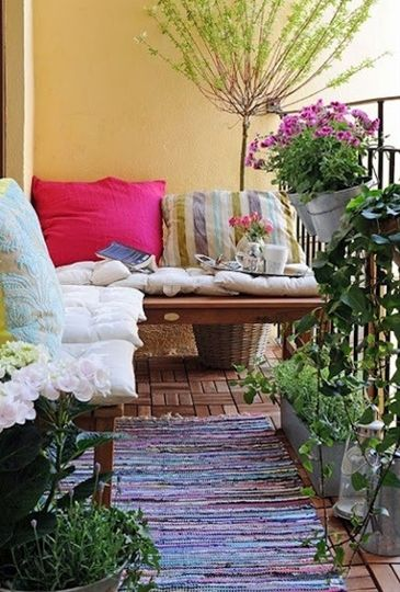small apartment outdoor patio, excellent reading nook. I love this!