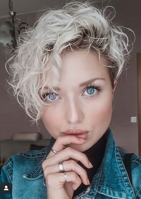 So chic curly pixie haircut 2019 Girls Pixie Haircut, Curly Pixie Haircuts, Short Curly Pixie, Chic Short Hair, Pixie Haircut For Thick Hair, Curly Hair Cuts, Curly Hair Styles, Short Thick Wavy Hair, Short Blonde Curly Hair
