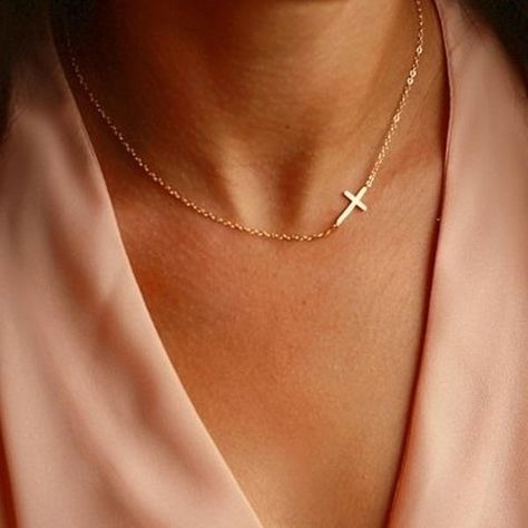 This modern asymmetrical cross necklace makes a stunning, subtle message of faith. Material: made of hypoallergenic stainless steel - does not tarnish Size: 43cm + 6cm extender (17in + 2.3in extender) - Gift Ready! Makes a perfect gift for bible study, communions and birthdays! SATISFACTION GUARANTEE If you aren't in love with your order, just let us know within 60 days and you'll receive a stress-free refund.