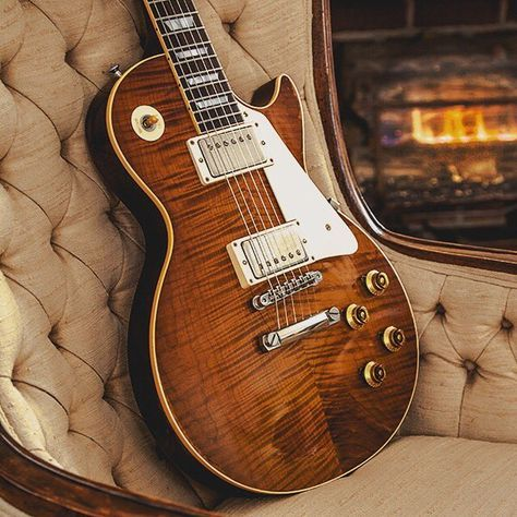 A Very Nice Les Paul Tobacco Burst Flamed Top Lespaul Gibson Guitar Gibson Guitars Les Paul