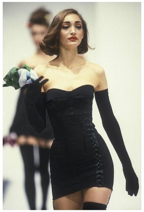 Couture Fashion, Runway Fashion, High Fashion, Fashion Show, Fashion Design, Black 90s Fashion, Black Aesthetic Fashion, Early 90s Fashion, Fashion Movies