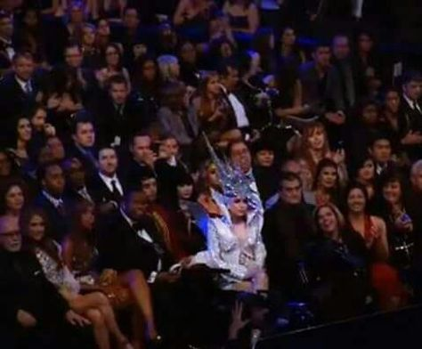 When you can't hide your personality #ladygaga #ema #redcarpet