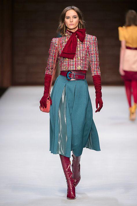 Short jacket, wide belt, A-line skirt, neck scarf  Elisabetta Franchi FW 18/19