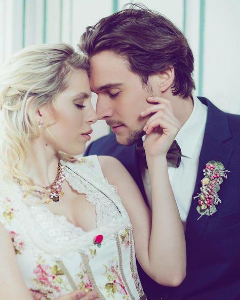 Brautdirndl Rosabelle 💕 nur bei www.tianvantastique.com #tianvantastique #hochzeitsdirndl #photography #verliebtverlobtverheiratet #junebugswedding #brautdirndl #dirndl #tracht #couture #dirndlkönig