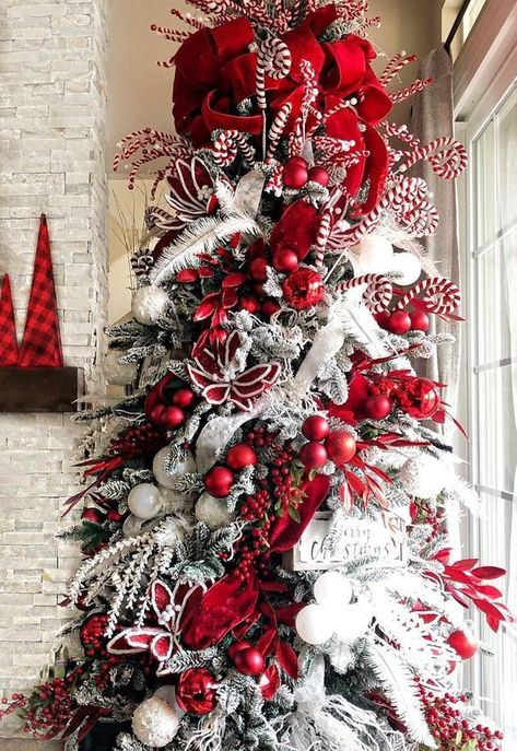 Warm & Festive Red and White Christmas Decor Ideas - Hike n Dip - - Give your Christmas decoration a festive touch. Try the classic Red and white Christmas decor. Here are Red and White Christmas decor ideas for you. Elegant Christmas Trees, Country Christmas Decorations, Christmas Tree Themes, Noel Christmas, Christmas Centerpieces, Rustic Christmas, Christmas Tree Decorations, Christmas Wreaths, Christmas 2019