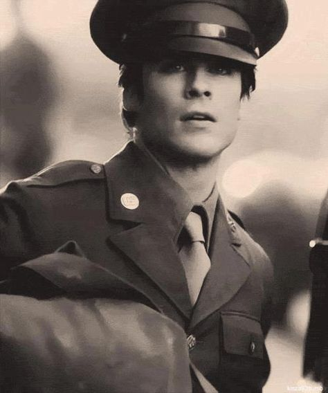 I didn't think it was possible for him to get better looking... until they slapped a uniform on him. Swoon!