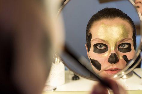 gold skull halloween makeup with Kryolan Supracolor | HALLOWEEN ...