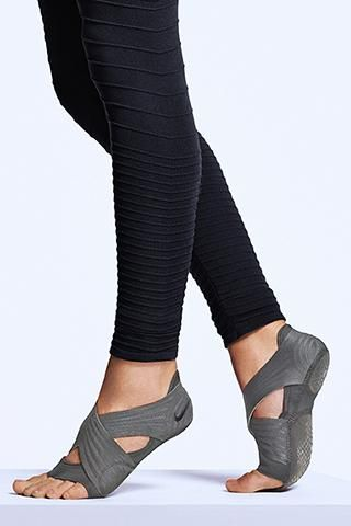 Nike Studio Wrap Pack 3 - Grip, support and style for your favorite studio classes