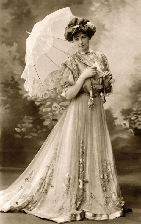 Images Vintage, Vintage Pictures, Vintage Photographs, Victorian Pictures, Vintage Postcards, Belle Epoque, Vintage Glamour, Vintage Beauty, Vintage Ladies