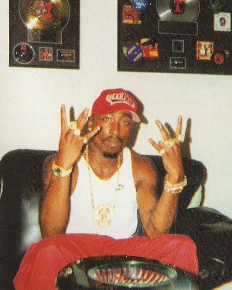How I wake up feeling most days. 2pac, Tupac Wallpaper, Rap Wallpaper, Arte Do Hip Hop, Hip Hop Art, Kid Cudi, Rapper, Lil Wayne, Wiz Khalifa
