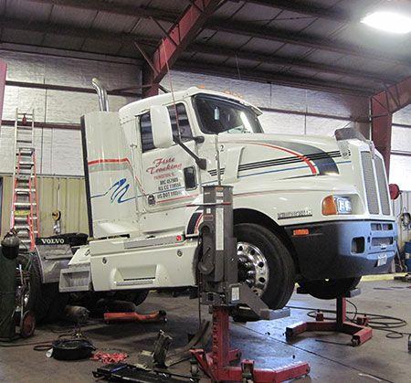 Truck Repair Made Easy Carros Y Motos Taller Automotriz Motos