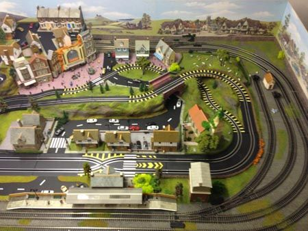 6x4' N Scale Model Train Layout with 2 sidings, street lights, and a
