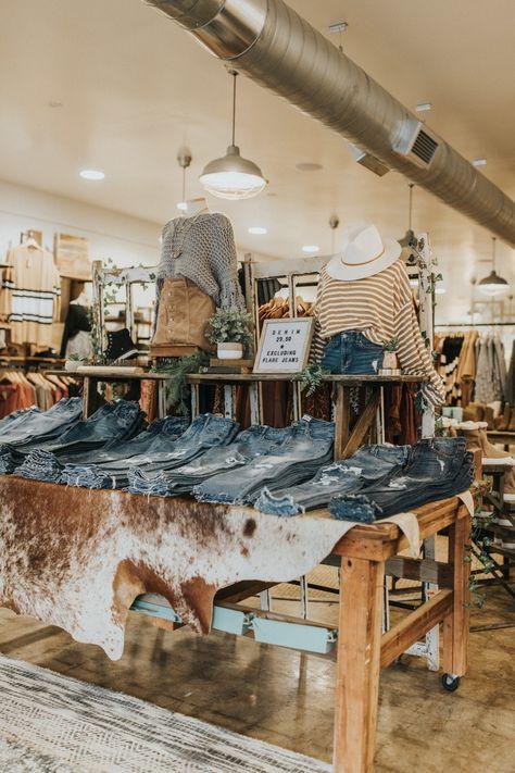 Boutique Store Displays, Boutique Window Displays, Boutique Store Front, Clothing Store Displays, Retail Boutique, Gift Shop Displays, Clothing Boutique Interior, Boutique Interior Design, Boutique Decor